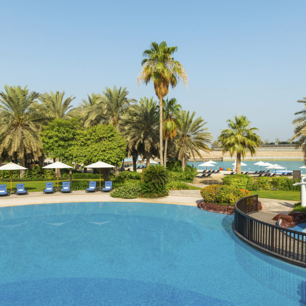 sheraton abu dhabi hotel & resort | pool resort