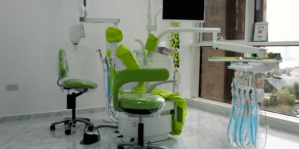 merchant_al.reem.dental.center_slide.1_(retina)